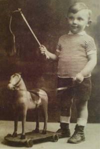 Aharon Appelfeld à l'âge de cinq ans